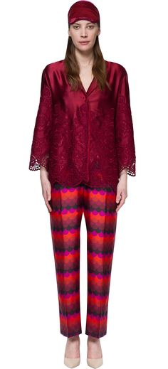 Shirt pajamas for woman by F.R.S. that could be used for a romantic evening. This is the idea that want to give to you Francesca Stoppani Ruffini, with her collection of elegant pajamas. All in pure silk worked in Italy. A great mix of textures and prints on a soft silk hand made. The nightgown woman F.R.S. has a beautiful tone-on-tone embroidery.
