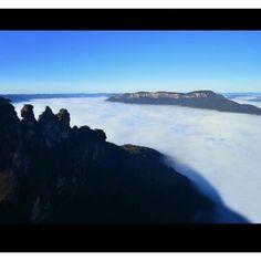 Three Sisters, Katoomba blanketed with mist