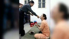 Chinese executions exposed by rare photos - Published on Dec 11, 2011 A series of photographs is currently making the rounds on the internet in China. As Celia Hatton reports, the death row images are shedding new light on a country that executes far more people than any other country in the world.