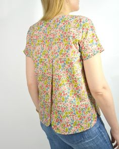 Top Mode, Dress Anak, Creation Couture, Tee Shirts, Tees, Blouse, Floral Tops, Sewing, Knitting