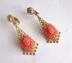 VINTAGE 50 S PEACH / CORAL COLOURED CELLULOID FLORAL ROSE GOLD TONE EARRINGS