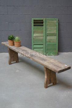 Houten bank 40014 - Stoere oude houten bank, de bank heeft een naturel houts kleur.