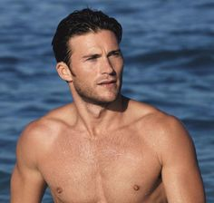 Scott Eastwood has been named the new face of the Davidoff Cool Water fragrance.