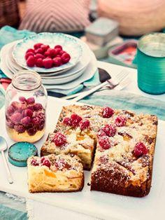 Peach, raspberry and ricotta crumble cake