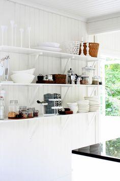 Antique ivory kitchen cabinets with black granite countertops, gray . Ivory Kitchen Cabinets, Kitchen Shelves, Kitchen Decor, Diy Regal, Interior Design Kitchen, Design Bathroom, Interior Modern, Open Shelving, Decoration