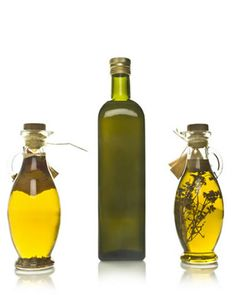 Seasoned olive oil makes a great gift as well as a tasty addition to grilled vegetables recipes. As you can see, an attractive bottle of hom. Herb Recipes, Vegetable Recipes, Great Recipes, Healthy Recipes, Grilled Vegetable Marinade, Grilled Vegetables, Flavored Oils, Salad Dressings, Fresh Herbs