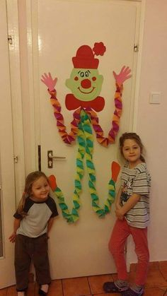 Play tin the nose on the clown Bohóc Clown Crafts, Circus Crafts, Carnival Crafts, Hobbies And Crafts, Diy And Crafts, Arts And Crafts, Diy For Kids, Crafts For Kids, Circus Theme