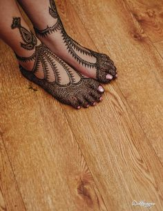 Check Out These Bridal Mehendi Designs For Feet! Mehndi Designs 2018, Wedding Mehndi Designs, Mehndi Design Images, Beautiful Mehndi Design, Mehndi Designs For Hands, Henna Tattoo Designs, Rangoli Designs, Leg Mehendi Design, Leg Mehndi