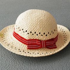 Summer models girls in straw hats wave summer sun hat