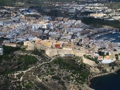 Ibiza von oben #travel #reisen #vacation #urlaub #europe #spain #Ibiza #ibizastadt #strandurlaub #Insel #Island #summer #summerfun Paris Skyline, Island, Summer, Travel, Summer Time, Viajes, Summer Recipes, Islands, Trips