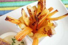 Annyi rosszat hallunk a sült krumpliról, mégis imádjuk! Szerencsére létezik ez a trükkös módszer, s mindjárt egészségesebb mindenki nagy k... Diet Recipes, Carrots, Vegetables, Food, Carrot, Meal, Eten, Vegetable Recipes, Meals