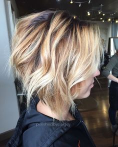 Wavy hair is looking really good on bob hairstyles. They are the biggest hair trend and many women like these two together.Bob Hairstyles for women 2017 new Prom Hairstyles For Short Hair, Wavy Bob Hairstyles, Haircuts For Fine Hair, Simple Hairstyles, Medium Hairstyles, Braided Hairstyles, Wedding Hairstyles, Blonde Pixie, Pelo Color Morado