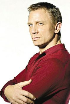 daniel craig Don't you just fall in love every time you look in his blue eyes? Rachel Weisz, Famous Men, Famous Faces, Daniel Graig, Daniel Craig James Bond, Craig David, Z Cam, Actrices Hollywood, Casino Royale