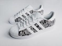 Black and white flower superstar