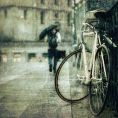 Image shared by Shinola. Find images and videos about rain, bike and umbrella on We Heart It - the app to get lost in what you love. Walking In The Rain, Singing In The Rain, Rainy Night, Rainy Days, Street Photography, Art Photography, Dame Nature, I Love Rain, Rain Dance