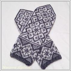Ravelry: Frostflora Votter pattern by Marianne Skjelstad Knitted Mittens Pattern, Knit Mittens, Knitted Gloves, Wrist Warmers, Hand Warmers, Knitting Charts, Knitting Patterns, Diy Crochet, Crochet Projects