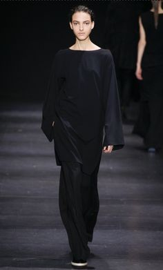 Ann Demeulemeester  AW 2014  from: http://www.vogue.co.uk/fashion/autumn-winter-2014/ready-to-wear/ann-demeulemeester/full-length-photos/gallery/1138899