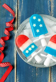 Pin for Later: 44 Popsicle Recipes to Keep Your Kiddos Cool All Summer Long Red, White, and Blue Quick Pops Red, white, and blue stars and stripes make these patriotic pops extra special . Would you believe that the stars are actually apples? No Bake Summer Desserts, 13 Desserts, Summer Treats, Frozen Desserts, Summer Snacks, Summer Parties, Summer Fun, Summer Time, Popsicle Recipe For Kids
