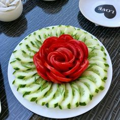 24 cool ideas for snacks and sandwiches for - Food Carving Ideas Fruit And Vegetable Carving, Veggie Tray, Salad Decoration Ideas, Cute Food, Yummy Food, Party Food Platters, Creative Food Art, Food Carving, Food Garnishes