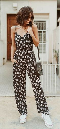 Combinations are practical objects that every stylish girl has a copy in the closet for peak moments and little inspiration. Style Casual, Preppy Style, Casual Looks, Latest Outfits, Trendy Outfits, Fashion Outfits, Womens Fashion, Mode Bcbg, Cute Dresses For Teens