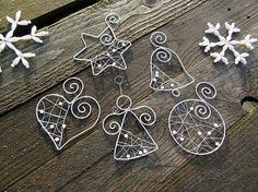 Strieborné vianoce z drôtu s bielymi perličkami… sada / Meryema – Jewelery Wire Ornaments, Diy Christmas Ornaments, Handmade Christmas, Christmas Crafts, Christmas Decorations, Wire Crafts, Jewelry Crafts, Jewelry Ideas, Wire Wrapped Jewelry