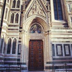 """Domenico Ghirlandaio, Annunciazione, mosaico, lunetta  della """"Porta della Mandorla"""", Firenze, Duomo di Santa Maria del Fiore"""