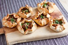 Pizzerki z mielonym mięsem na ostro Baked Potato, Potato Salad, Food And Drink, Appetizers, Potatoes, Impreza, Meat, Baking, Ethnic Recipes