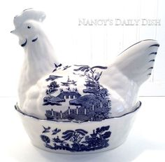 Vintage Blue Willow Chinoiserie Transferware English Nesting Hen Lidded Egg Basket Tureen