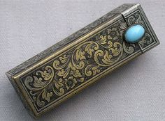 I had one of these and I sold it. Lipstick Case, Lipstick Holder, Game Of Thrones Accessories, Antique Silver, Antique Jewelry, Vintage Antiques, Vintage Items, Vintage Cigarette Case, Maquillaje