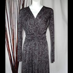 Banana Republic Twisted Fit N Flare Charcoal/Brown Banana Republic Amy Print Twisted Waistband Fit N Flare Dress Charcoal/Brown S An elegantly twisted waistband defines the waist of a figure-forming V-neck Fit N Flare dress cast in a Charcoal Brown paisley print. 100% Rayon.  Sleeves - 24.  Shoulder to hem - 35. Banana Republic Dresses