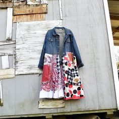 This funky Timeless Duster / Art Jacket is the perfect piece for a night out or shopping in the city with the girls - would look great paired with a white t-shirt and your favorite pair of jeans! This one is designed to be worn open or closed by buttoning the top buttons. *also has 2