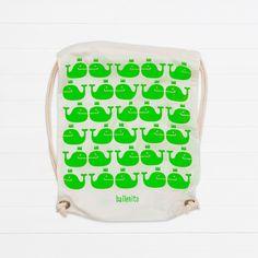 Bag with whales on it - super sweet :-)  Naturfarbener Stoffrucksack mit ballenito-Wal-Muster in neon grün aus Bio-Baumwolle und zum zuziehen.
