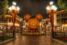 "A ""Mouse O' Lantern"" greets guests in Town Square during the Halloween season. Photo by Matthew Hansen"