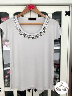 Que tal um look bem confort para o reveillon 2016?! T-shirt Bordada Branca mara é ideal! - Poá Chic Loja de Roupas Femininas