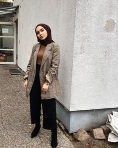 Discover recipes, home ideas, style inspiration and other ideas to try. Modern Hijab Fashion, Street Hijab Fashion, Hijab Fashion Inspiration, Muslim Fashion, Mode Inspiration, Modest Fashion, Fashion Outfits, Outfits Casual, Casual Hijab Outfit