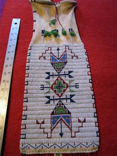 Native American Dress, Native American Images, Native American Artwork, Native American Artifacts, Native American Tribes, Indian Beadwork, Native Beadwork, Native American Beadwork, Seed Bead Art