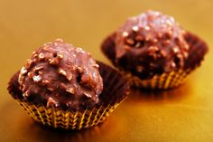 Two Ferrero Rocher Chocolates Chocolate Shop, Chocolate Truffles, Chocolate Lovers, Chocolate Ganache, Nutella, Cooking Time, Cooking Recipes, Chocolate Delivery, Chocolate Fundido