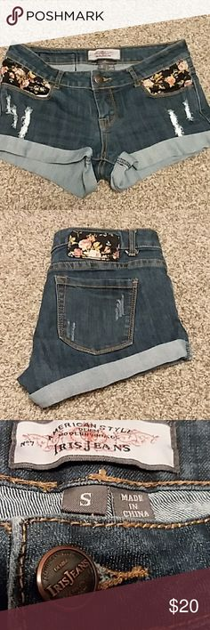 🦄 Iris Jeans Shorts 🦄 Super cute Iris shorts with floral pockets & distressed look. Modern Vintage. Like new condition. 🦄 Iris Shorts Jean Shorts