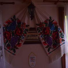 La décoration de la Pension Scarisoara, dans les Apuseni Decoration, Valance Curtains, Home Decor, Romania, Travel, Decor, Decoration Home, Room Decor, Decorations
