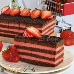 Prajitura cu ciocolata si capsune Best Pastry Recipe, Pastry Recipes, Sweets Recipes, Cake Recipes, Snickers Cheesecake, Red Velvet Cheesecake, Cake Decorating Piping, Delicious Deserts, Mocca