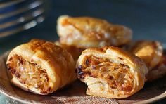 Delicious ham, cheese and cabbage stuffed Puff Pastry Turnovers. Hungarian Cuisine, Hungarian Recipes, Hungarian Food, German Recipes, Easy Pastry Recipes, Cooking Recipes, Yummy Recipes, Brunch, Fast Easy Meals
