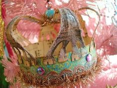 Paper Crown is a craft and creative hub located in downtown Waco, TX. We offer a wide selection of art and craft supplies, classes, kids classes, and creative retreats. Diy Crown, Crown Decor, Crown Crafts, Crown Party, Paper Crowns, Dragons, Tiaras And Crowns, Crown Jewels, Marie Antoinette