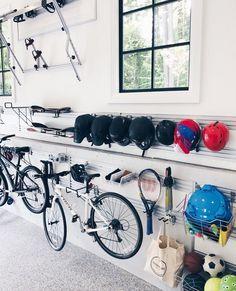 65 ideas home organization ideas garage baskets Garage Organisation, Home Organization, Sports Organization, Inspiration Garage, Sports Equipment Storage, Gym Equipment, Outdoor Toy Storage, Shelter, Ball Storage