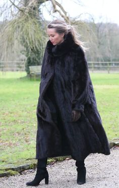 Fur Jackets, Mink Fur, Leather Gloves, Furs, Sally, Faux Fur, Fur Coat, Coats, How To Wear