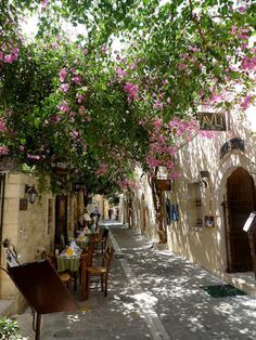 Lane ways of the old town - Rethymnon, Crete (image by Francois Stauder)