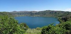 金枝:巫術與宗教之研究 - 维基百科,自由的百科全书 Treasure Lake, Italy Location, Royal Cruise, Roman Names, Sacred Groves, Archaeology News, Roman History, Roman Emperor, Rome Travel