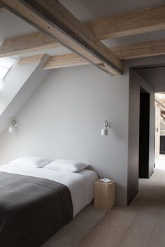 10 Miraculous Cool Tips: Minimalist Interior Decor House Tours vintage minimalist bedroom inspiration.Rustic Minimalist Bedroom Work Spaces cosy minimalist home small spaces.Minimalist Home Decorating Dark. Minimalist Furniture, Minimalist Interior, Minimalist Decor, Minimalist Living, Modern Minimalist, Minimal Bedroom, Stylish Bedroom, Bedroom Neutral, Modern Bedroom