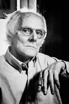 Mário Cesariny (1923 — 2006) foi poeta e pintor, considerado o principal representante do surrealismo português. É de destacar também o seu trabalho de antologista, compilador e historiador (polémico) das atividades surrealistas em Portugal.