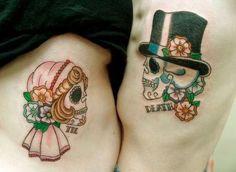 Tatuaggi di coppia: teschi romantici e colorati per coppie
