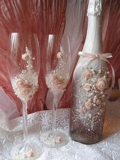 wedding glasses sorry Brian Pink it must be Decorated Wine Glasses, Painted Wine Glasses, Wine Bottle Crafts, Bottle Art, Bottles And Jars, Glass Bottles, Wedding Wine Glasses, Glitter Glasses, Altered Bottles